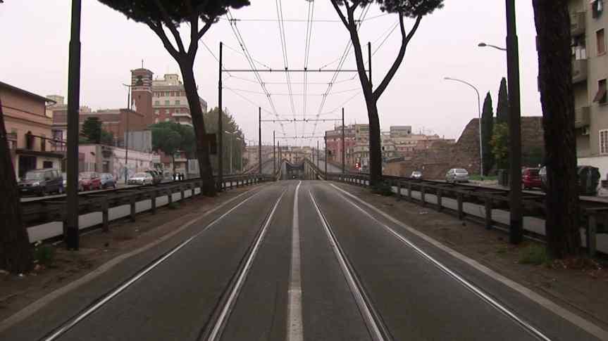 """""""Sopra Elevata – Over Pass"""" il cortometraggio di Emanuela Liverani: cemento armato in voce didonna"""